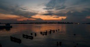 在黄昏的哈瓦那海湾 免版税库存图片