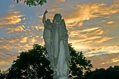 在黄昏的天使 免版税库存图片