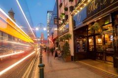 在黄昏的宽敞的大街伯明翰 免版税图库摄影