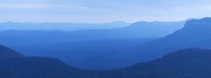 在黄昏的山,蓝山山脉, NSW,澳大利亚 库存图片