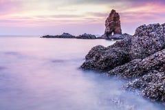 在黄昏的岩石城堡 免版税库存图片