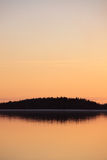 在黄昏的平静的湖scape 免版税库存图片