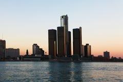 在黄昏的底特律地平线 免版税图库摄影