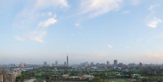 在黄昏的开罗地平线 免版税图库摄影