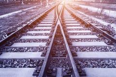 在黄昏的方式向前铁路 免版税图库摄影