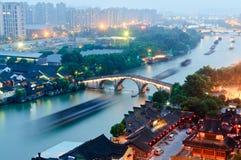 在黄昏的杭州大运河 免版税库存照片