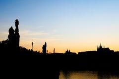 在黄昏的查尔斯桥梁 免版税库存图片