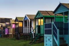 在黄昏的海滩小屋 库存图片