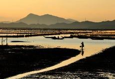 在黄昏的海滩 图库摄影
