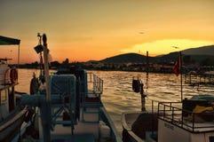 在黄昏的渔船 免版税库存照片