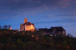 在黄昏的瓦尔特堡城堡 图库摄影
