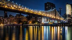 在黄昏的皇后区大桥 免版税图库摄影
