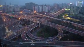 在黄昏的繁忙的高的被堆积的公路交叉点,上海 影视素材