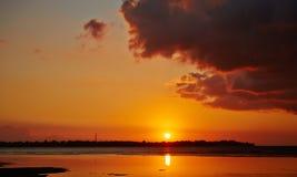 在黄昏的红色云彩 免版税库存照片