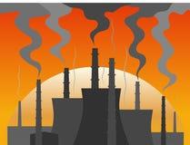 在黄昏的能源厂剪影 库存照片