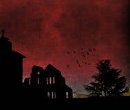 在黄昏的鬼的被放弃的大厦 库存照片