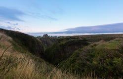 在黄昏的Dunnottar城堡 库存照片