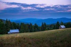 在黄昏的Gorce山 免版税库存图片
