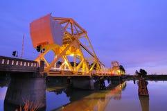 在黄昏的Isleton桥梁 免版税库存照片