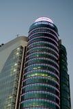 在黄昏, AZCA的现代大厦是m一个现代商业区  免版税库存照片