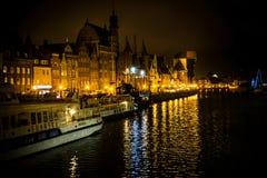 在黄昏以后的格但斯克江边在北波兰 免版税库存照片