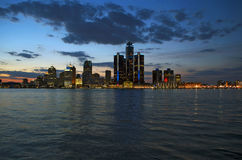 在黄昏2015年4月的底特律地平线 免版税库存照片
