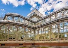 在水晶宫的看法在马德里Retiro公园  图库摄影