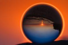 在水晶球的反射 免版税库存照片