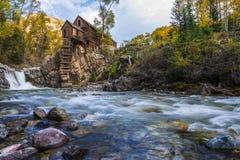 在水晶磨房科罗拉多风景的秋天 库存照片