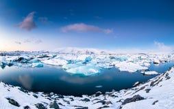 在水晶黑海滩的冰山 库存图片