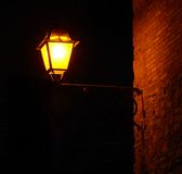 在黑暗的灯 免版税库存照片