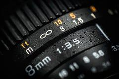 在黑暗的背景的专业DSLR透镜 宏观照片 库存照片
