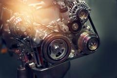 在黑暗的背景的发动机零件 免版税图库摄影