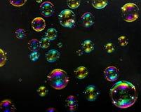在黑暗的背景的多彩多姿的泡影 免版税库存图片