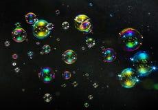 在黑暗的背景的多彩多姿的泡影 库存图片