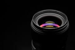 在黑暗的背景的摄象机镜头特写镜头 免版税库存照片