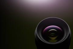 在黑暗的背景的摄象机镜头特写镜头 免版税库存图片