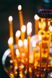 在黑暗的背景的教会蜡烛 免版税图库摄影