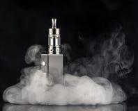 在黑暗的背景的电子香烟 库存图片