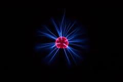 在黑暗的背景的电等离子球 免版税库存图片