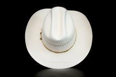 在黑暗的背景的白色牛仔帽 库存照片