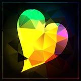 在黑暗的背景的霓虹明亮的多角形金刚石心脏 库存图片