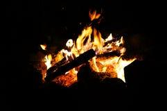 在黑暗的营火 免版税图库摄影