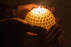 在黑暗的蜡烛 库存照片