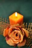 在黑暗的蜡烛 免版税库存照片