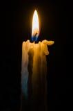 在黑暗的蜡烛 库存图片