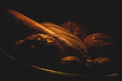 在黑暗的面包 库存图片