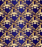 在黑暗的紫罗兰色背景的无缝的抽象金黄花卉样式 专属装饰适用于纺织品,织品和包装 免版税库存图片
