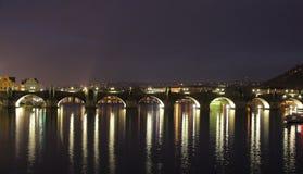 在黑暗的Karlov桥梁布拉格 图库摄影