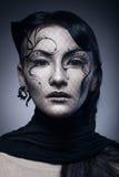 在黑暗隔绝的年轻哥特式妇女画象  库存照片